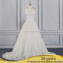 Super Amazing Rosette Appliqued Ruffled Taffeta Luxury wedding dress real sample