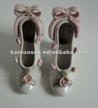 Elegant ceramic high-heeled shoe for decoration