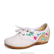 2017 China traditional costume style embroidered casual flat ladies shoes