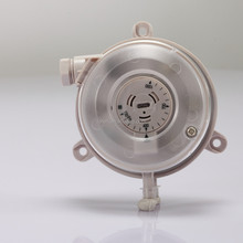 Adjustable air differential pressure switch for air conditioning unit