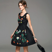 High quality elegant sleeveless embroidery dress of nature waist