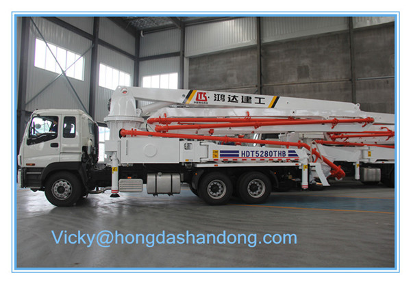 Overseas service 24m short boom hongda hdt5200thb concrete pump truck for sale