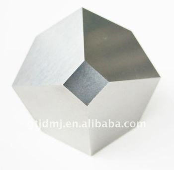 Cemented carbide anvil with mirror surface for cultured diamonds