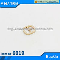 No.6019 vogue newest design adjustable small bag buckle with light gold color