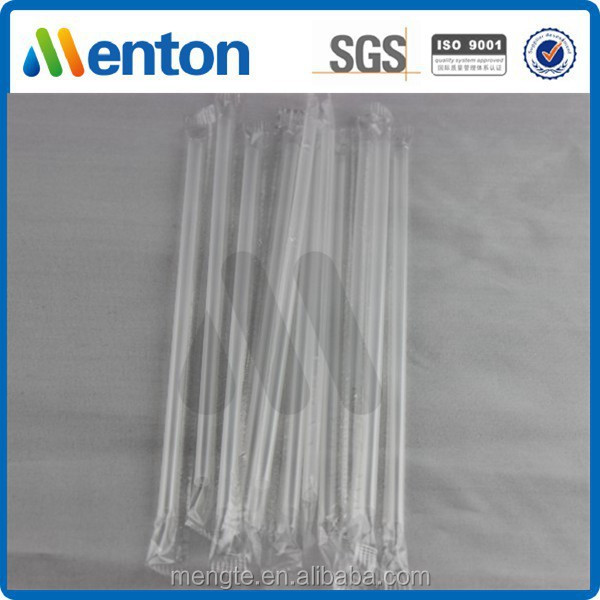 white straight plastic drinking straws