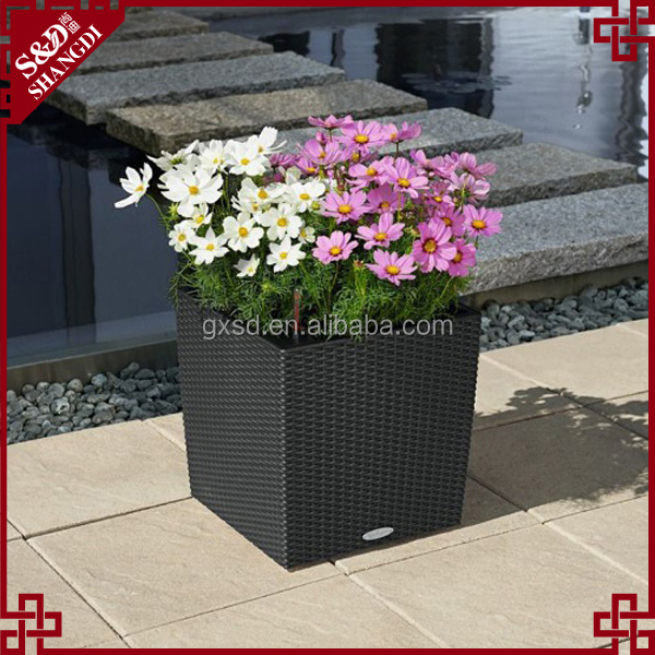 Wholesales Black plastic planter for garden flowers and plants