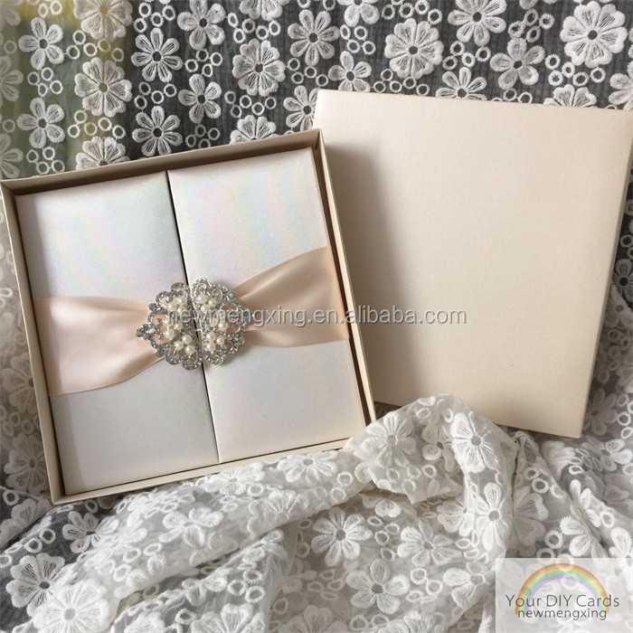 luxurious silk boxes wedding invitations with pearl buckle