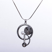 Fashion personality Korean version of the round D word sweater chain new crystal pearl wild pendant necklace accessories