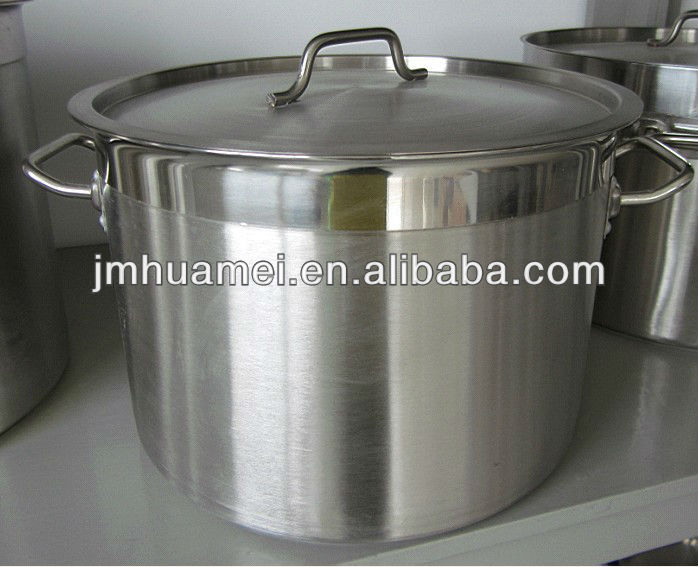 Stainless steel pot with sandwich bottom