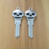 2016 new products skull logo metal engraved key pendant