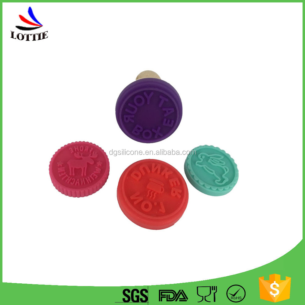 2016 Hot selling Food grade heat-resisting silicone stamp/silicone cookie stamp with wooden handle