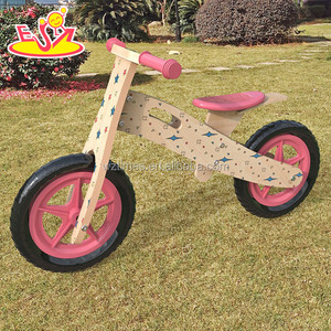 2017 Wholesale lovely wooden balance bikes for kids cartoon wooden bicycles for kids W16C177