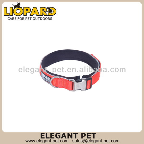 Design promotional firm and easy lacing dog collar