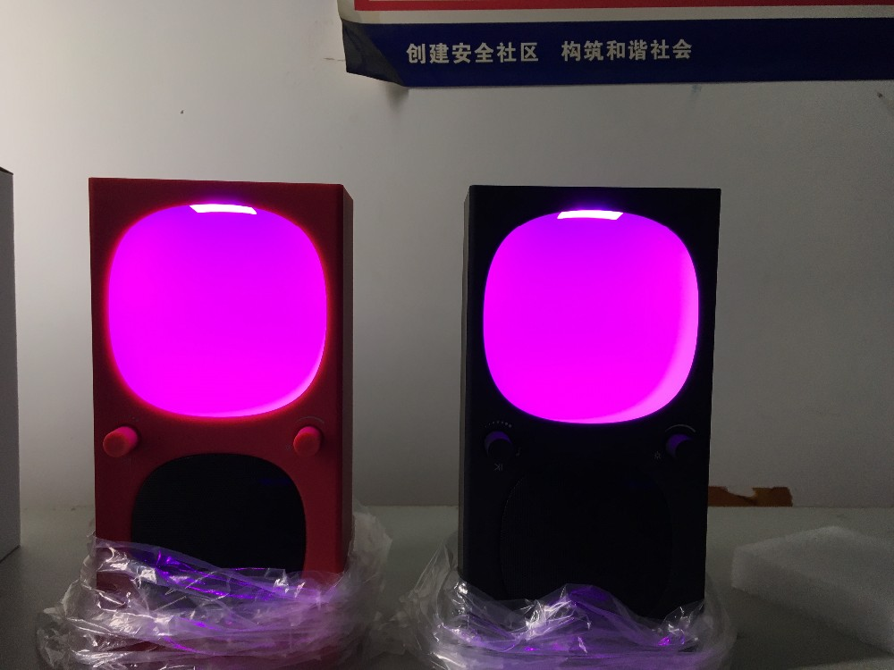 2018 New Electronic gadgets colorful light 6.5 W wireless speaker