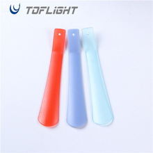 Wholesale Durable PP Plastic Customized Long Handle Fashion Useful Plastic Shoe Horn.