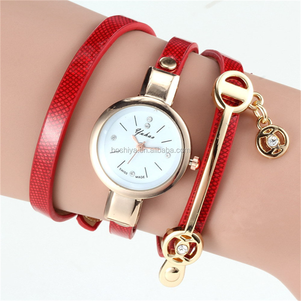 Hot sale vogue lady watch with Small diamonds Flashing strap Creative Quartz watch