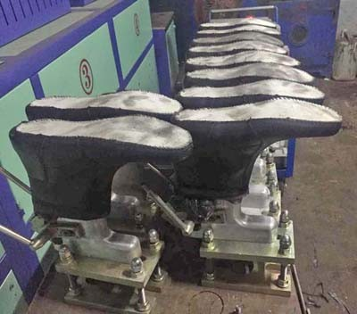 PU DIP Single Density Shoe Mould Fitted for PU Maingroup Injection Machine