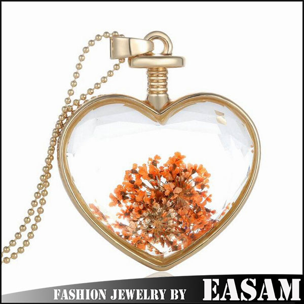 China jewelry manufacturer gold plated Transparent glass locket necklace with dried flower