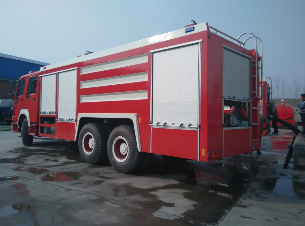 china professional fire engine supplier sinotruk howo 15m3 water and foam fighting truck