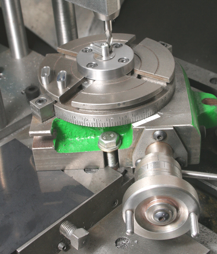 CNC milling machine Horizontal and vertical tilting rotary table
