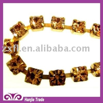 Single Row Rhinestone Cup Chain in Golden Base