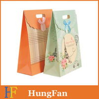 Wholesale price gift paper bag with diecut handle