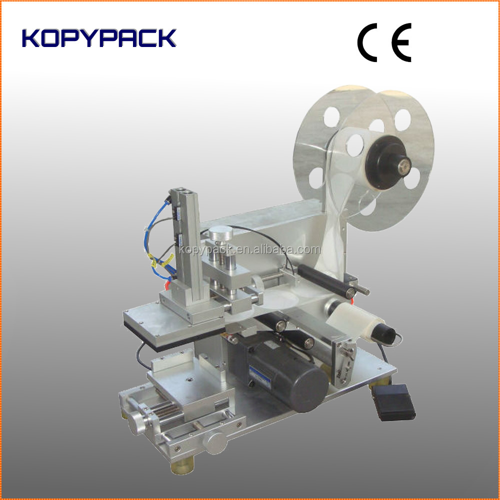 Manual adhesive sticker labeling machine for square bottles