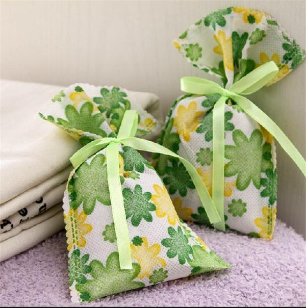 Candy fragrance with cotton or linen sachet