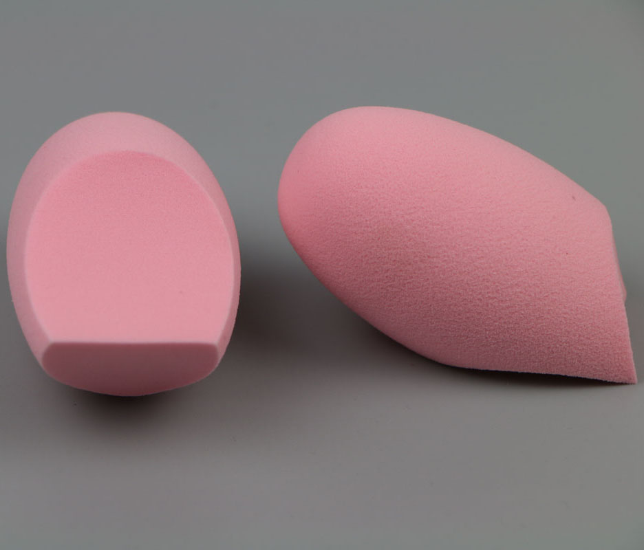 Beauty Makeup Blender sponge, blending foundation smooth and flawless