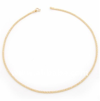 A simple hand-crafted gold chain