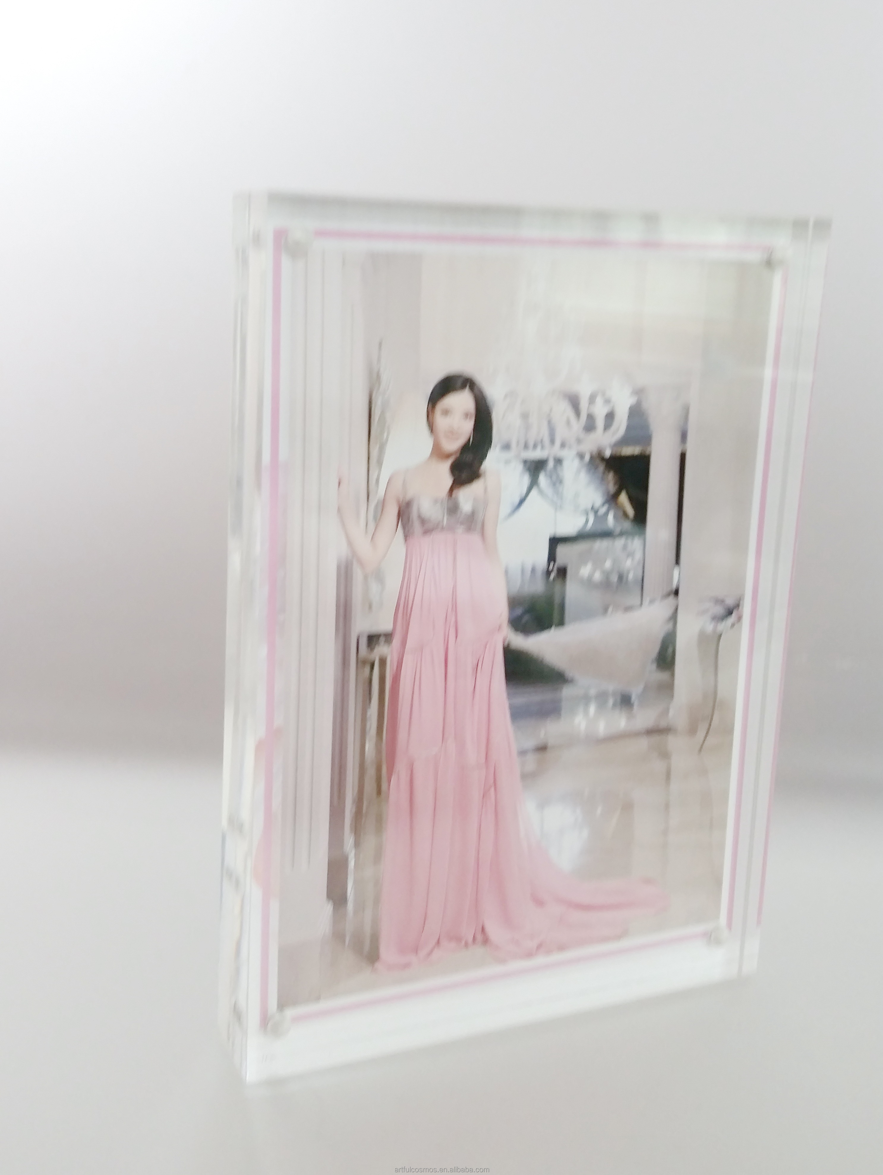 New arrival round shape acrylic photo frame advertising trucks for sale hospital 26Inch Screen