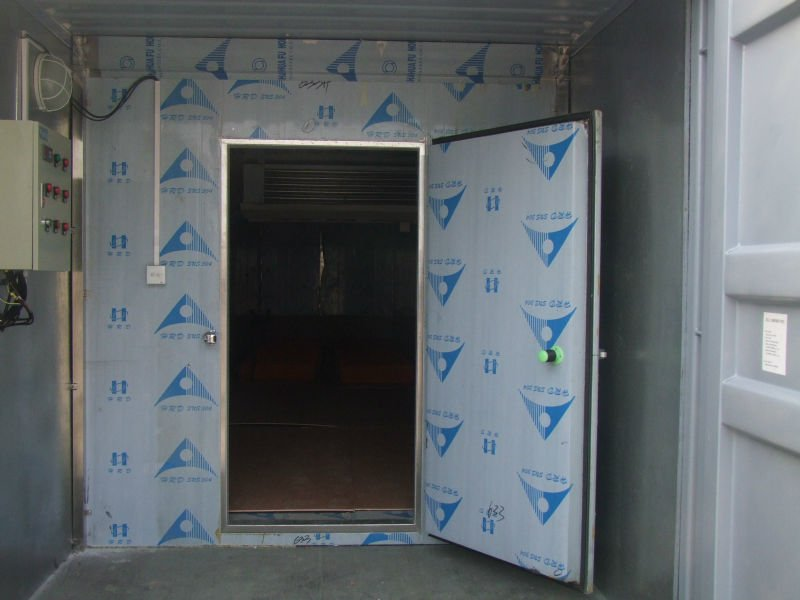 container assembling cooling units for truck cold room