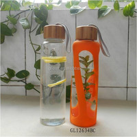 2015 new borosilicate glass water bottle with bamboo lid and silicone sleeve