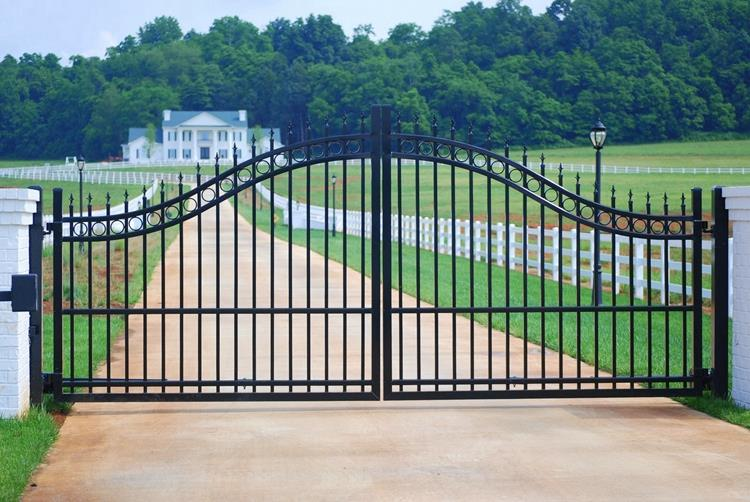 double swing door low iron driveway gate