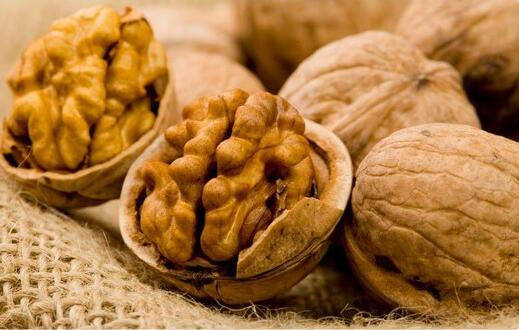 Alpine Premium Organic Walnuts (light halves) from Kyrgyzstan. High quality!