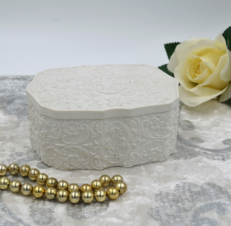 White Resin Hand Carved Flowers Ring Jewelry Box Manufactures China
