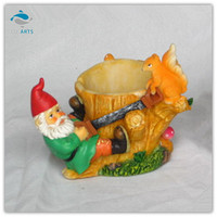 Polyresin animal garden decoration dwarves cut down a tree
