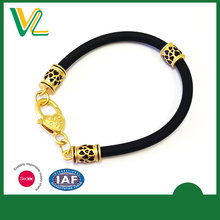 hot sales Zinc alloy Metal Round Charm Matt gold Lobster claw clasp Souvenir Silicone Bangle OEM Design Crown Bracelet