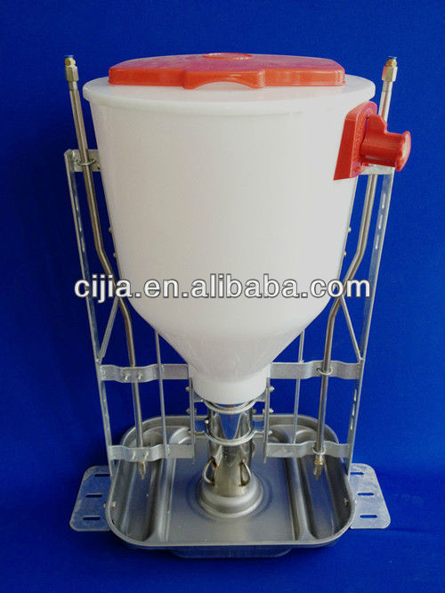 Automatic plastic feeder for pig