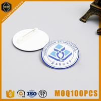 factory direct sale shiny silver dog round metal label for trade company