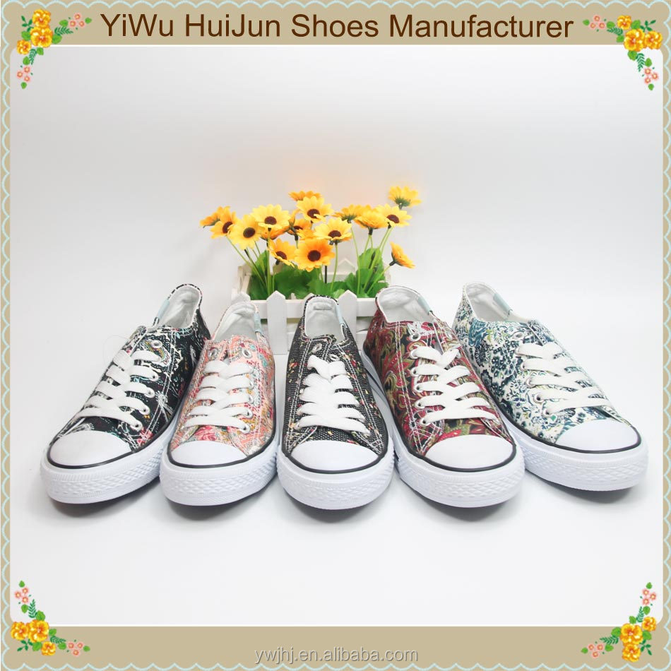 2017 Chinese traditional floral low price canvas shoes plain white canvas shoes