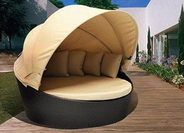 Comfortable outdoor swimming pool rattan chaise lounge chairs