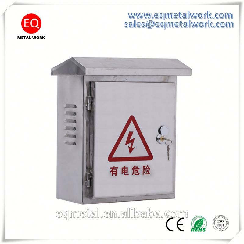 Solar combiner box central distribution panel circuit breaker installation