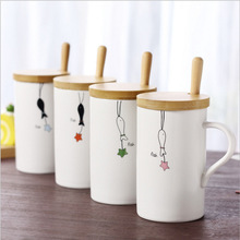 Fashion customized printed promotional ceramic <strong>cup</strong> with wooden lid/ceramic coffee mug with spoon