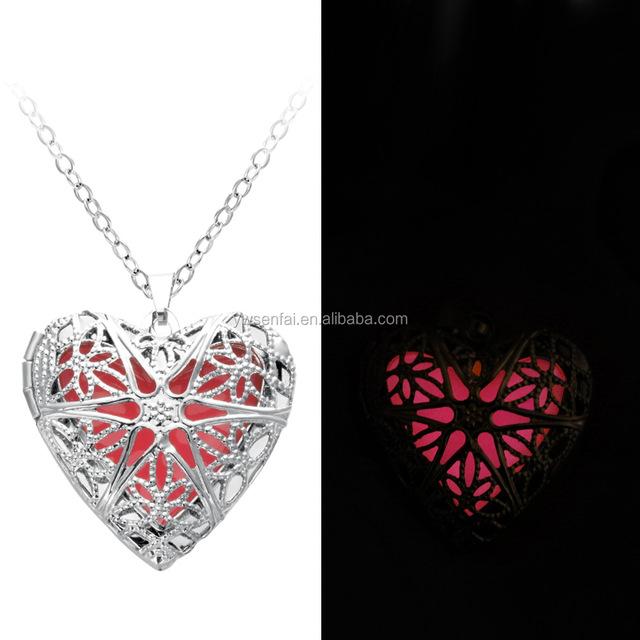 Wholesale Cute New Designs Custom Pink Women Glowing Heart Necklace