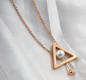 Wholesale jewelry rose gold Sweater Chain Triangle Shape Pendant Pearl Necklace For ladies