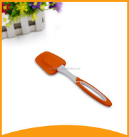 Flat Cheese Scraper with A Heat-Proof Silicone Head