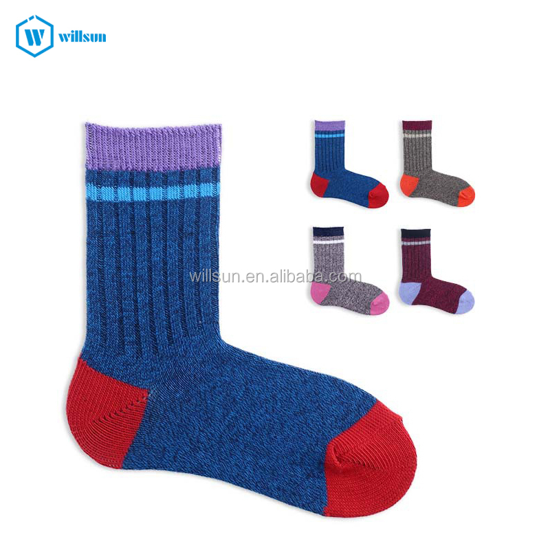 custom factory wholesale winter Retro two bars assorted colors lovers skateboard mens women sports Stocking ankle long socks
