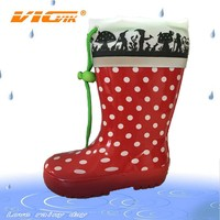 2015 girls in rubber rain boots wellies wellington boots