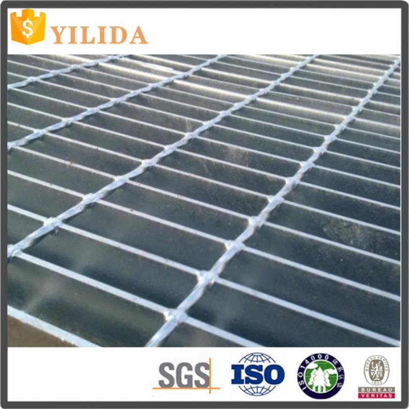 Hot dip galvanized serrated flat bar steel grating with twisted square rod for stairs and treads